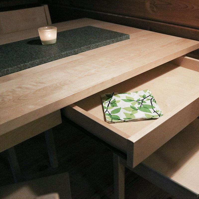 Ruokapöydän laatikko
